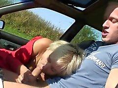 Narttu pääsee naulattu autonsa vieras