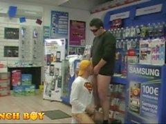 2 garçons Get It on chez A Fastenal Store