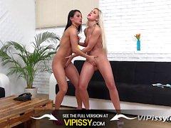 Vipissy - Dido Angel und Lexi Dona pissen sich übereinander