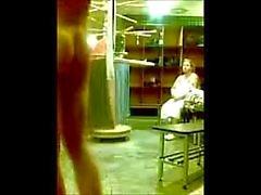 naken pojke Stugans av kvinna
