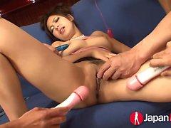 Kanade Otowa est donnée au groupe de cornée, jouet sexuel maniant