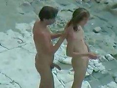 Plage nudiste le sexe couple amateur à chaud