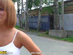 Russische Rothaarige Öffentlichkeit abholen