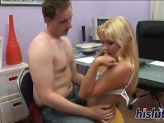 Hot blonde nommée Erna se fait baiser