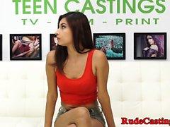 Wunderschöne Teenie Krawatte und gefickt beim Casting