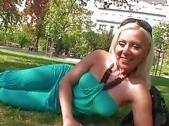 Innocent чешский девочка в парке обольщен в трахаются