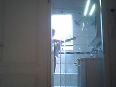 Petra duscht!