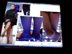 Юля Получает нее ноги Cummed