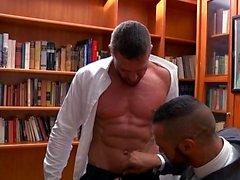 Muscle fétiche gay et éjac