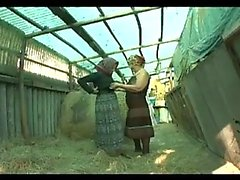 Geil Lesben grannies ficken hart auf dem Bauernhof