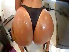 Monica Santhiago Big Booty fica oleosa