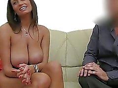 Valiant et les relations sexuelles lesbiennes audacieuse