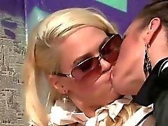 Gloryhole lesbo Licks pillua