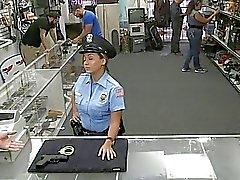 Mec cogné ce grand agent la police de la fesses