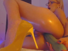 big butt slut oiled up for anal with veggie and gaping