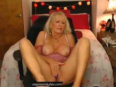 Sexig Granny Cumming Hard On Cam