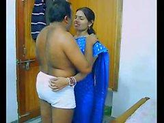 Couple indien sur leur lune de miel sucer et baiser