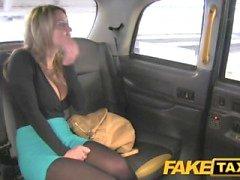 FakeTaxi Upea blondi valtavat tissit