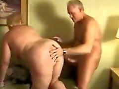 Fat BBW Granny madura sendo fodida no sofá
