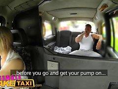 Kvinna Fake Taxi Stud omfattar förare stora bröst i cum