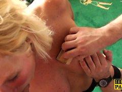 BDSM Milf brit von MaleDom zu reiten angewiesen