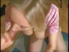 Blonde joven de la trenza Petra se estrecha coño jodido