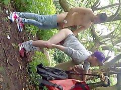 Twink трахал в парк на всеобщее следить