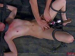 Difundiendo de esclavos abrir vagina