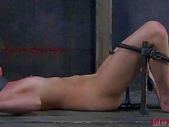 Spreading открыты рабов киску