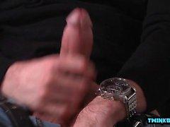 Big cock twink sexo oral com facial