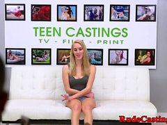 Rough Casting Vorsprechen für geknebelt Teen Babe