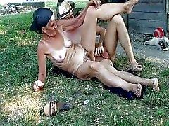 Çiftçinin Grandma 1.