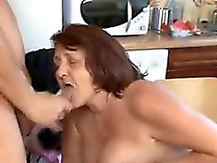 Fat Granny Ayant sexuelle In The Kitchen