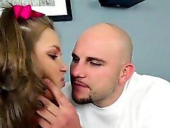Chupador bonito de Lisa Rowe recebe seu bichano batido através saída
