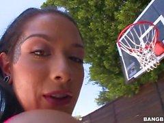 Katrina Jade Bröst omfattas av Cum