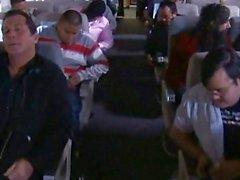des passagers comportant de Quickie dans un wc d'avion!