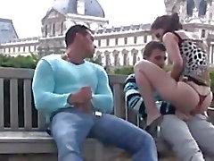 Hot public sex dritt in Louvre Pariser bei hellem Tageslicht Part 2