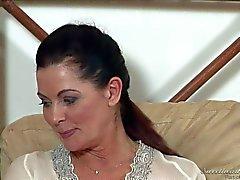 Große Brüste reifer brünett Magdala St Michaels ist Lesbian Erfahrung
