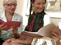 Intenso y ella amigo Marissa se decidieron hacerse lesbianas .