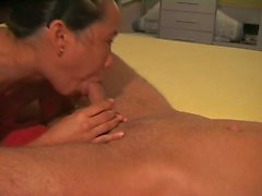 Legendarisk asiatisk Deepthroat Wife