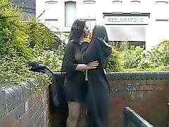 С общественностью лесбиянками раздеваться на улицы Британии