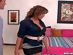 Latino Renae Cruz coge travieso y naked