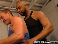 Baise gay interracial