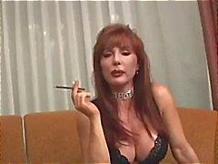 Busty volwassen Vanessa heeft een rook voordat ze rookt zijn pik