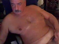 pai com bigode na câmara e cum