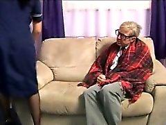 Enfermero de euros Fetish le encanta gallo viejo