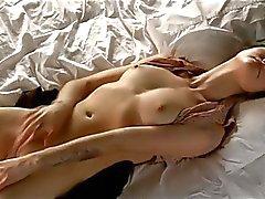 Mädchen masturbiert Sarit-