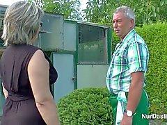 Grandpa et grand-mère allemand baise bien hard in Garden