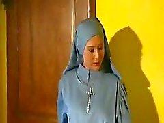 Azgın Cardinal Fucks Nun