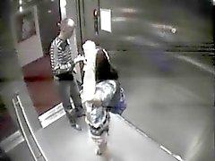 Elevator plezier wordt betrapt